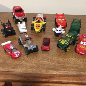 Small vehicle playset, 12 assorted vehicles